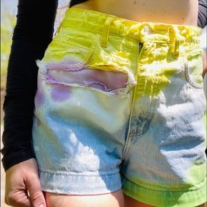 Vintage #HighlyWaisted Guess denim shorts Size 28.